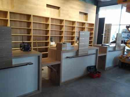 Mobiliario de madera certificada para farmacia. CANO-13